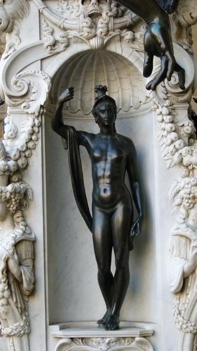 Cellini's Perseus & Medusa Minerva 4