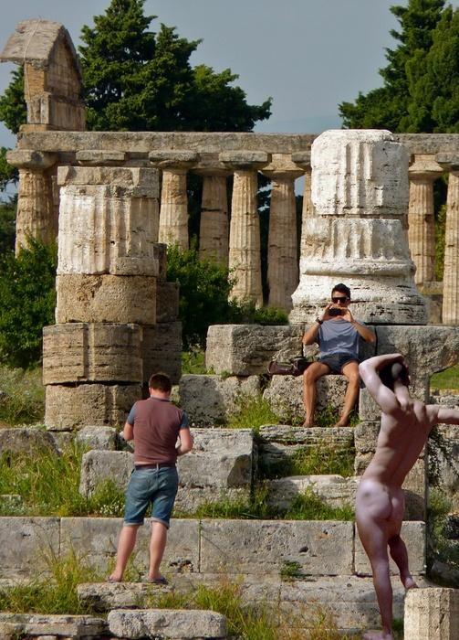 Hermes & Tourists Paestum