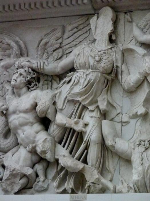 Athena & Nike Fight Alkyoneus
