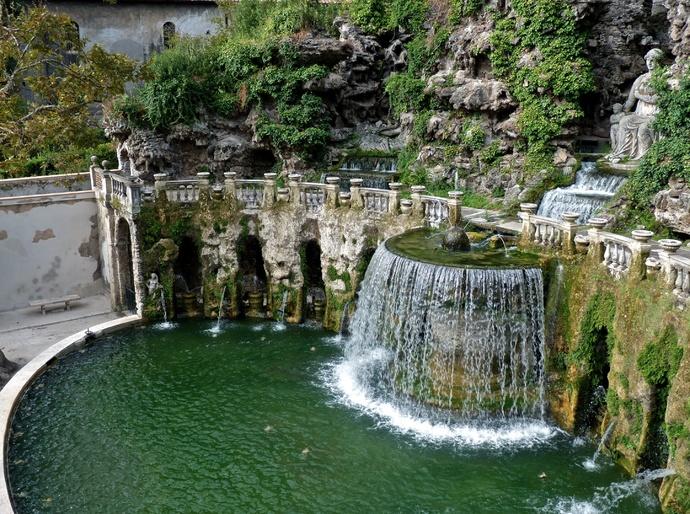 Tivoli or Oval Fountain 3
