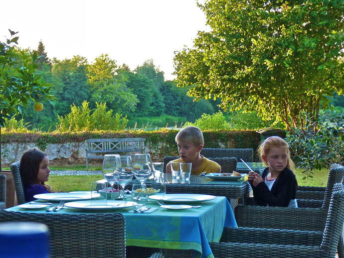 Elsa, Hugo & Margaux Chateau Courtebotte