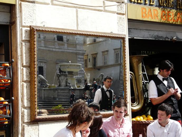 Piazza Santa Maria in Trastevere 8