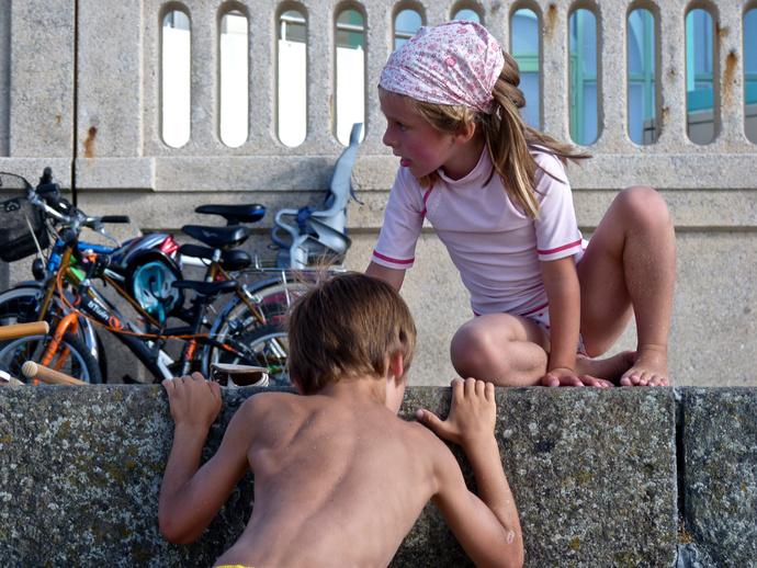 Plage du Sillon Climbing the Wall 4
