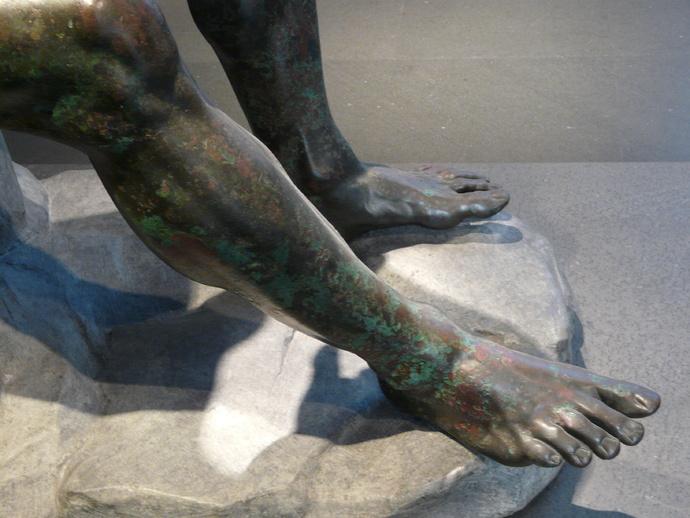 The Bronze Boxer of Quirinal (feet)