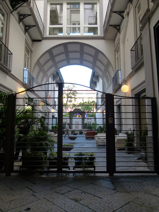 Chiostro di Santa Chiara Entrada