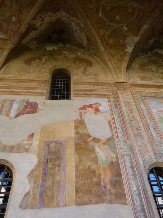 Chiostro di Santa Chiara Fresco
